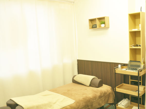 清潔な鍼灸治療の施術室